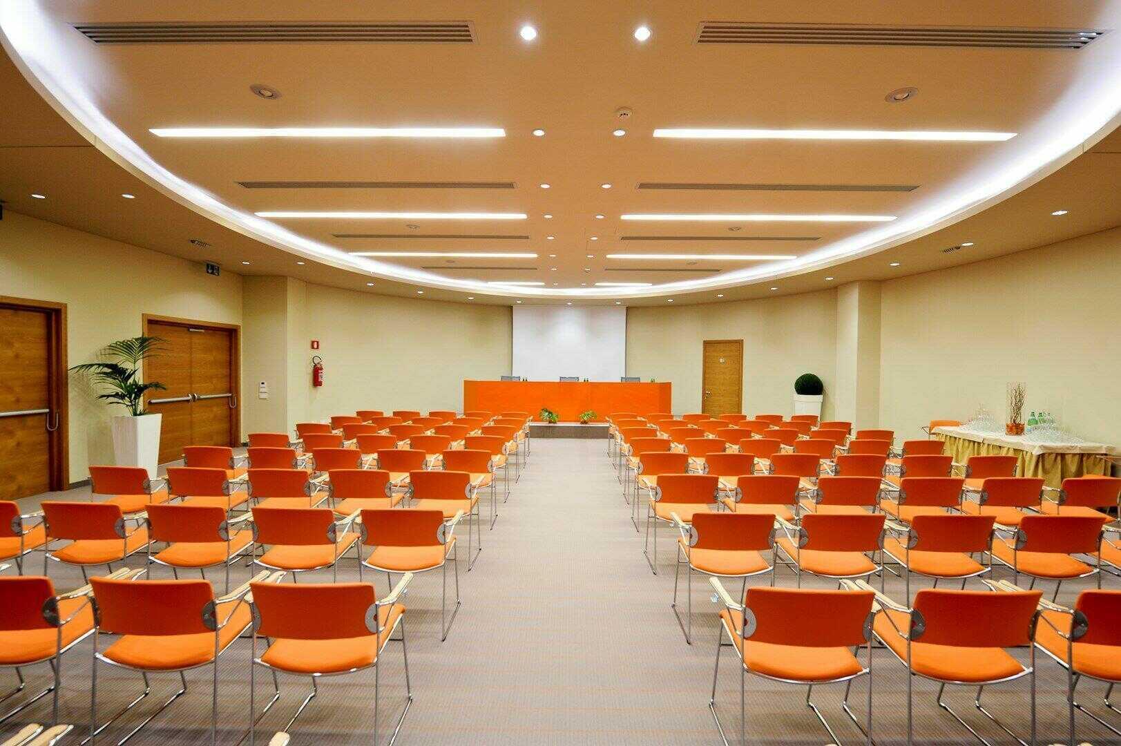 Dimensioni Sala Conferenze 100 Posti.Sale Meeting Di Hotel Corte Valier Lazise