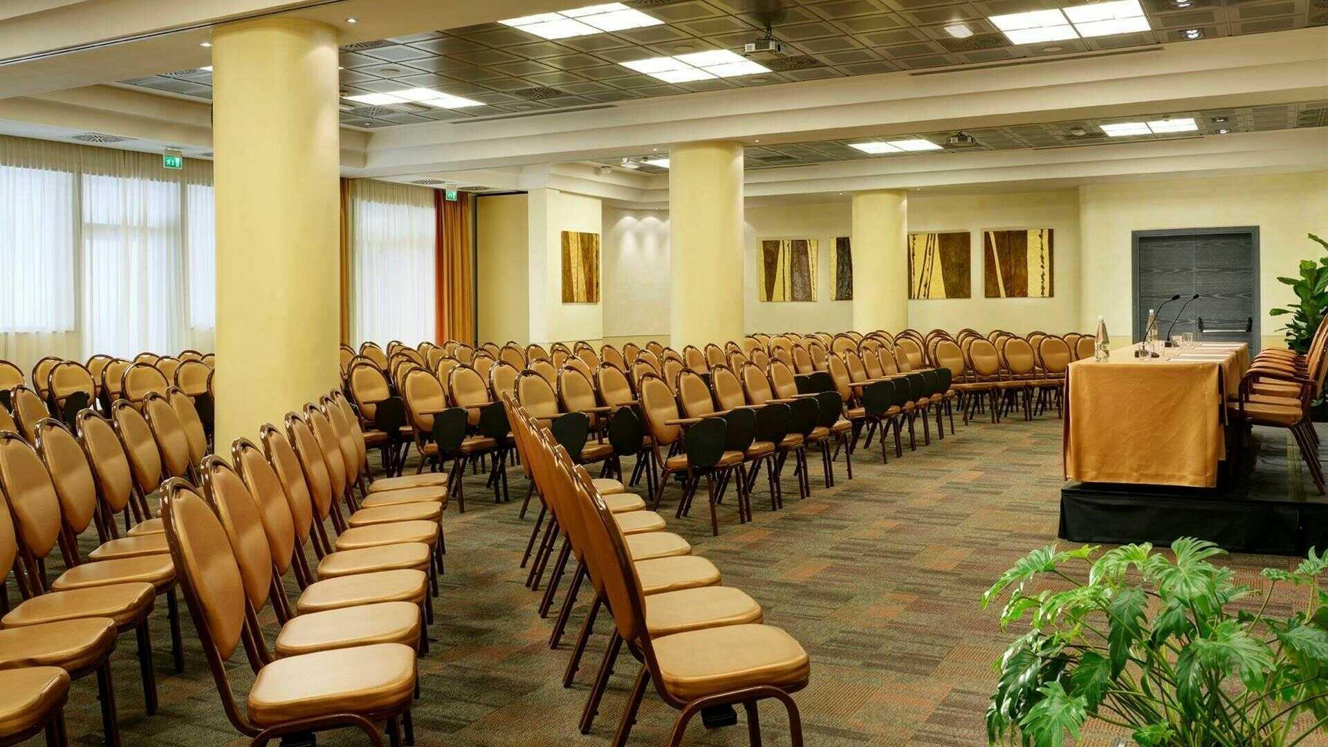 Sale Riunioni Firenze : Sale meeting e centri congressi con almeno camere a firenze