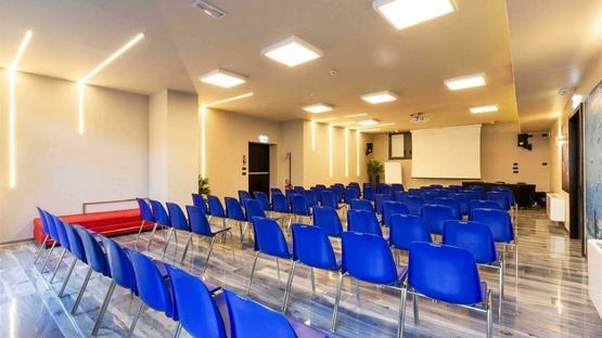 Sale meeting di amati design hotel bologna zola predosa for Design hotel zola