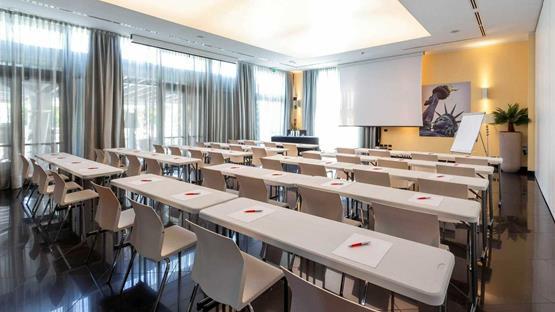 Sale meeting di amati design hotel bologna zola predosa for Design hotel bologna